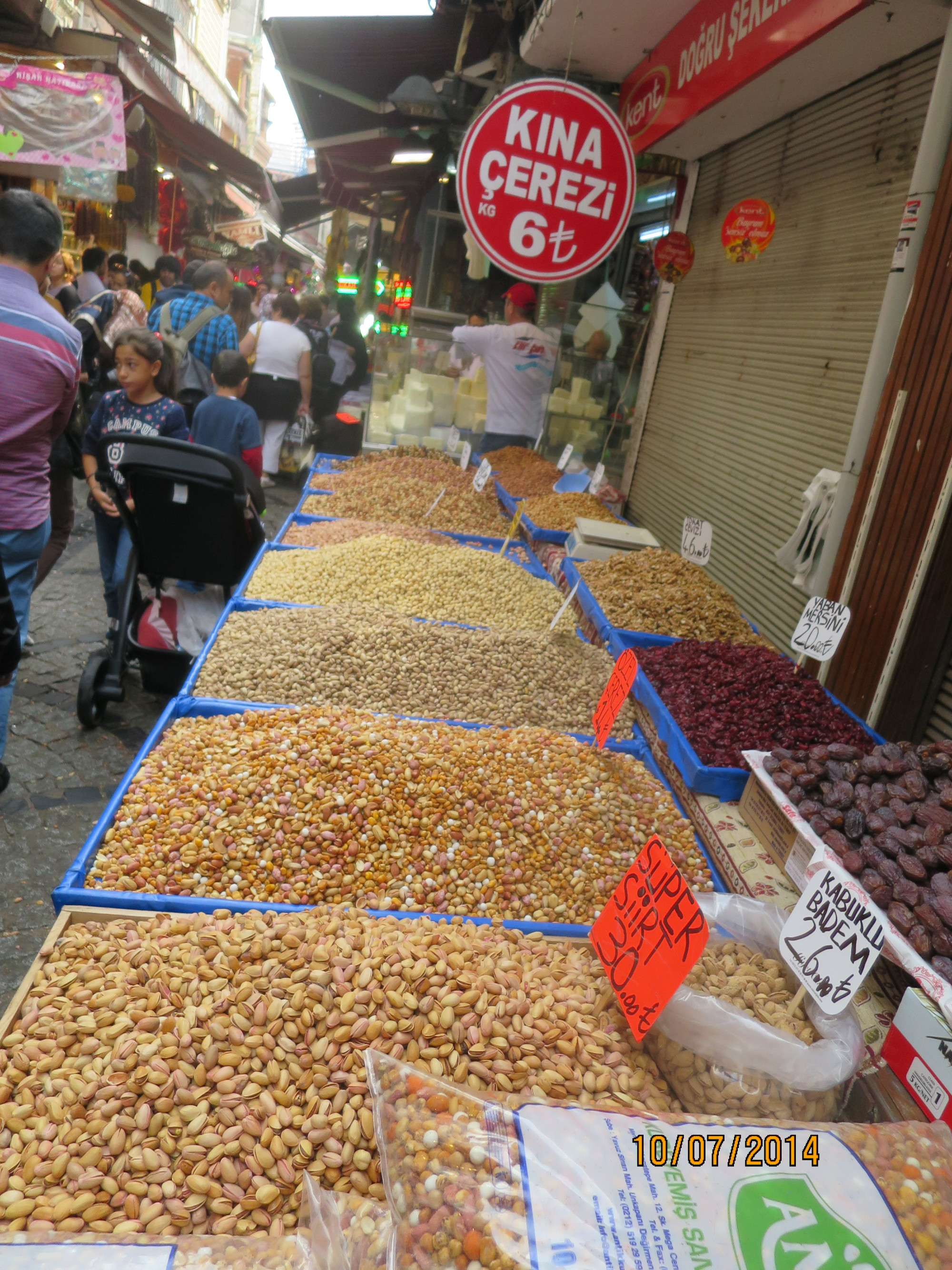 nuts, dates and dried fruit